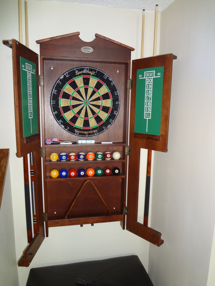 8 Sportcraft Pool Table With Darts And Wall Mount Ebay